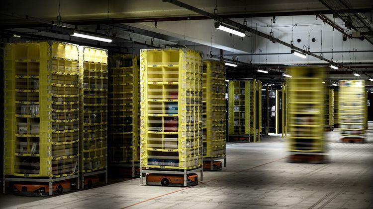Cette photo prise le 22octobre 2019 montre un nouvel entrepôt Amazon faisant partie des systèmes de réalisation robotiques mobiles, à Brétigny-sur-Orge, à environ 30km au sud de Paris.