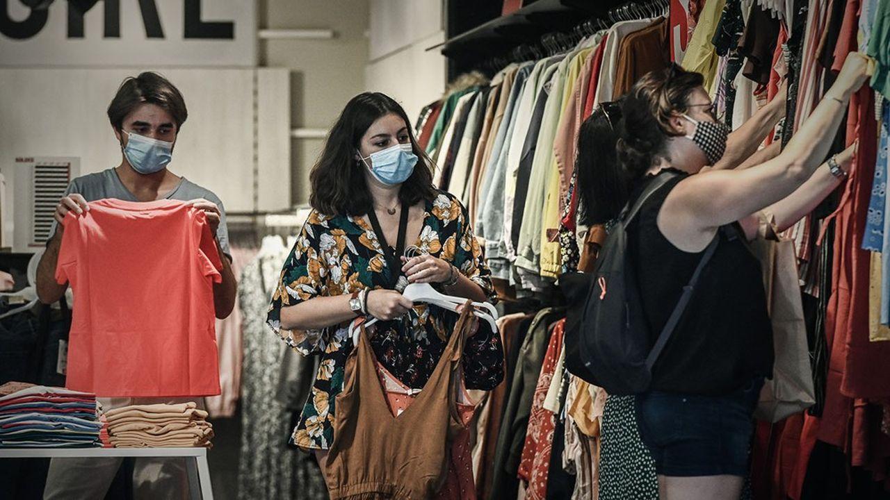 L'habillement et l'hôtellerie, les cafés et les restaurants ont été très affectés par la crise du coronavirus.