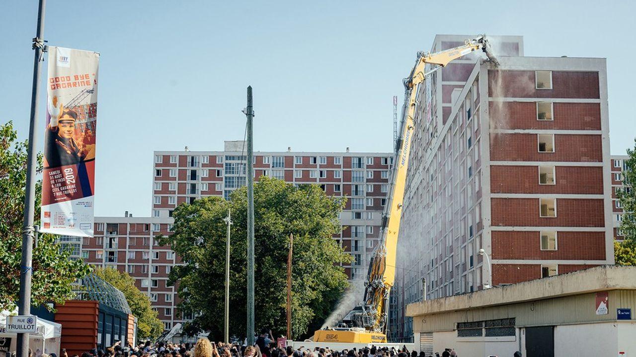 La cité Gagarine à Ivry-sur-Seine: un chantier de déconstruction, unique à cette échelle, pour transformer le site en une agrocité de 13 hectares et 1.430 logements.