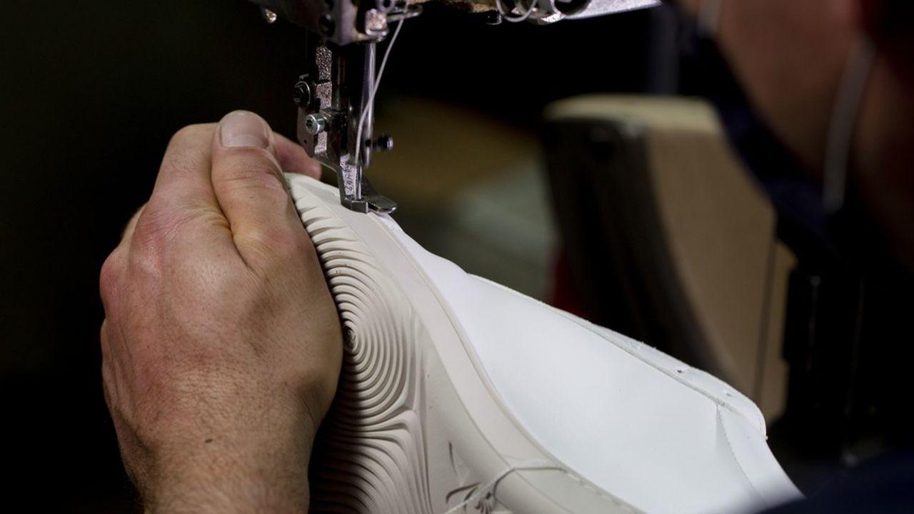 Le Coq Sportifne compte désormais plus aucun sous-traitant en Asie pour ses vêtements et relocalise progressivement sa production de chaussures en Europe.