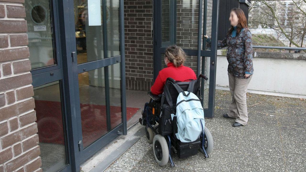 Le gouvernement envisagerait de créer 4.000 postes supplémentaires d'accompagnants d'élèves en situation de handicap.