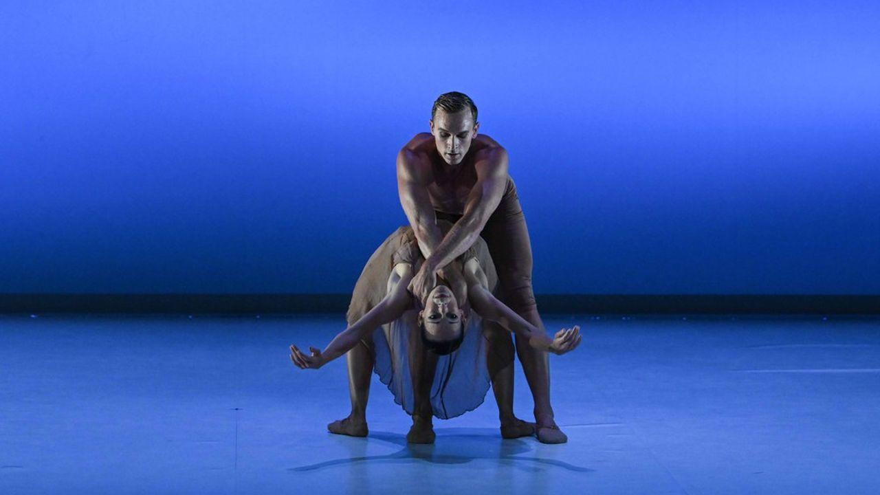 Thierry Malandain signe un «Mozart à 2» délicieusement néoclassique, une suite de duos évoquant le sentiment amoureux…