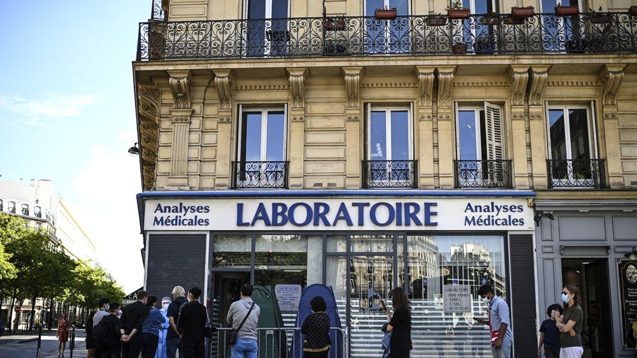 Un total de 9.784 contaminations supplémentaires a été recensé par Santé publique France au cours des dernières 24heures (7.852 mardi).