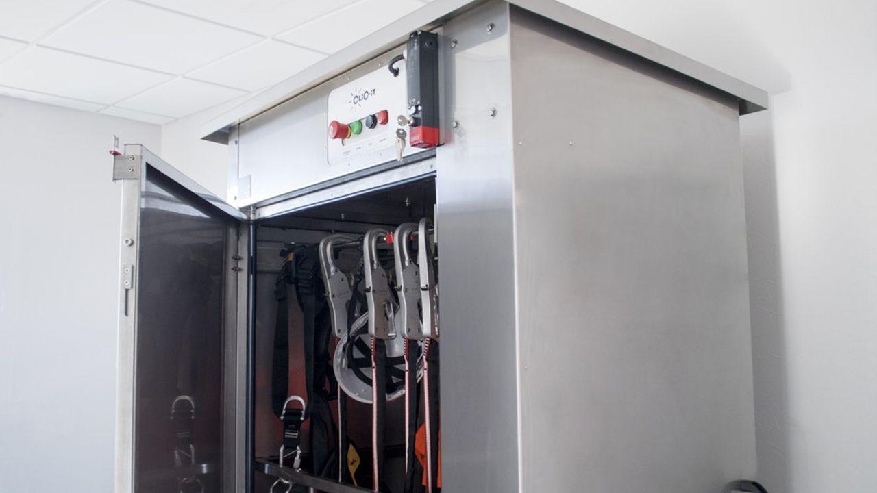 L'utilisation de l'ozone permet de traiter dans l'armoire de désinfection « C-Rack Ozon » des objets complexes, aux recoins difficilement accessibles.