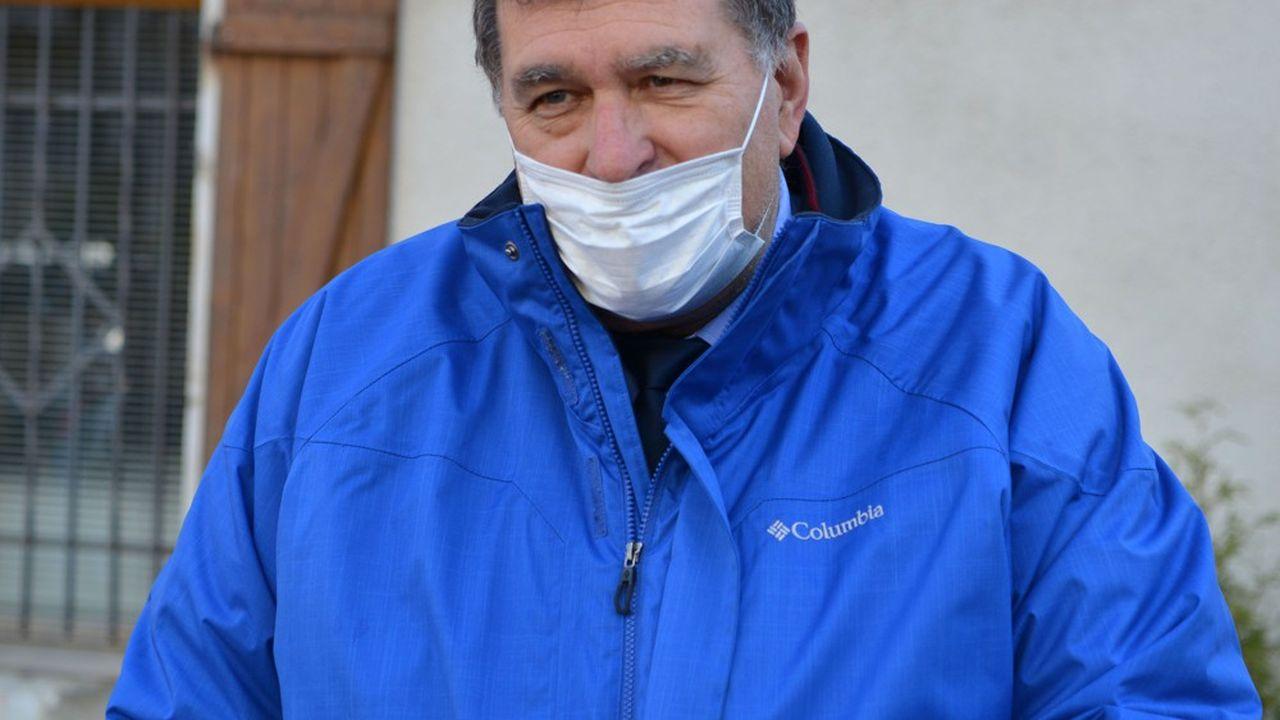 Le maire de La Balme-de-Sillingy, François Daviet, avait lui-même été malade et hospitalisé.