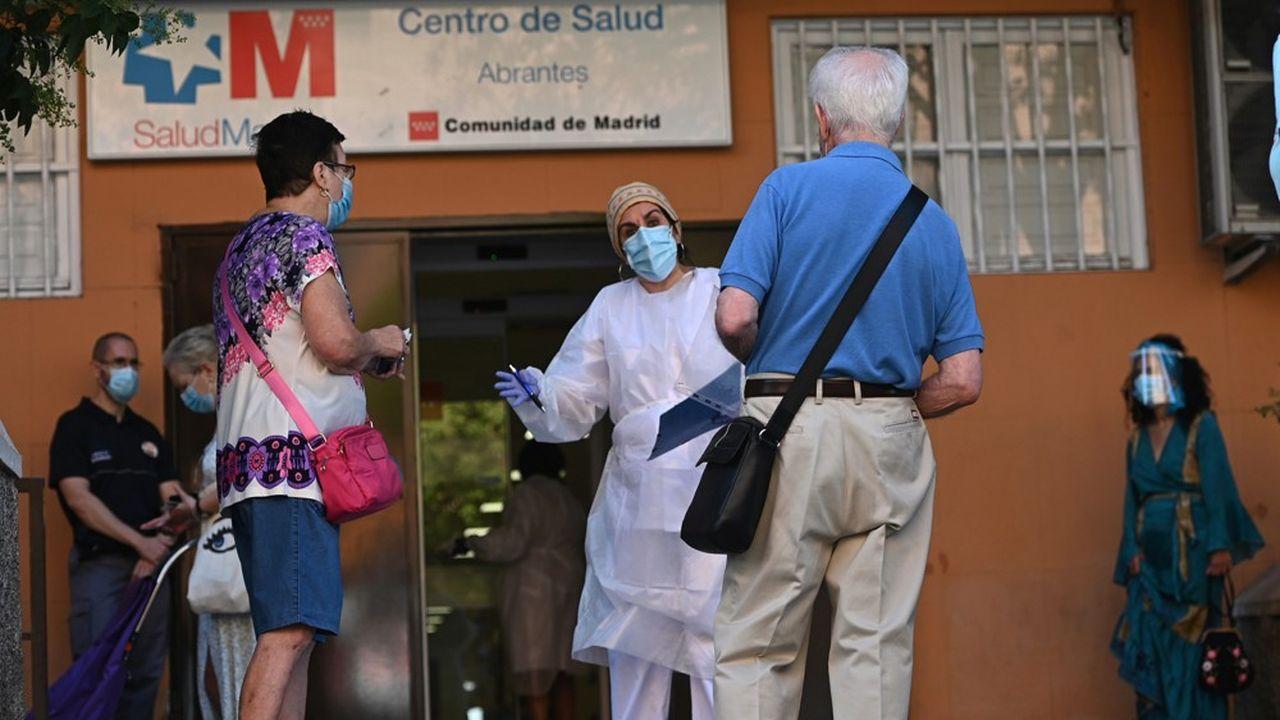 Un centre de santé à Madrid, qui pratique des tests en masse.