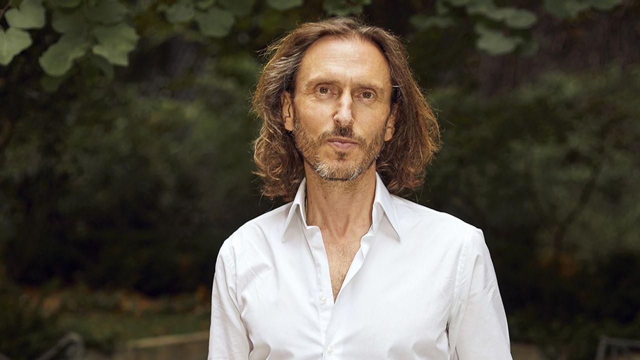 David Holder dans son bureau à Paris