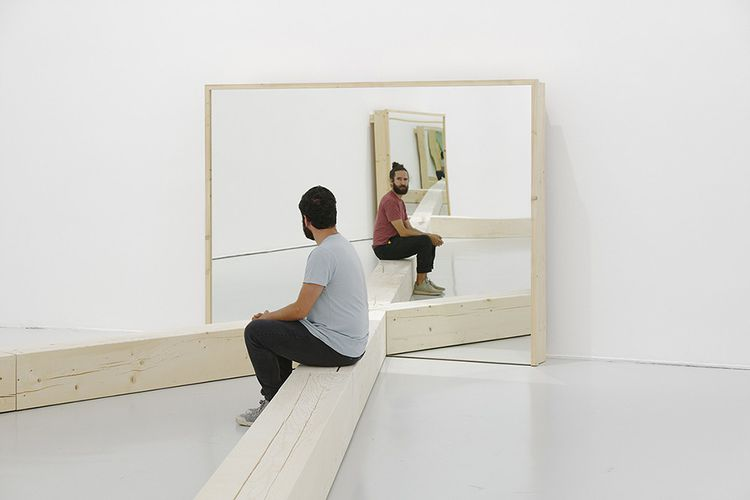 Untitled (Portland Mirrors), installation créée par Robert Morris en 1977.