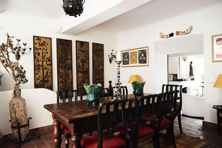 La Maison du Prince, à Grimaud, varie les ambiances d'une pièce à l'autre.