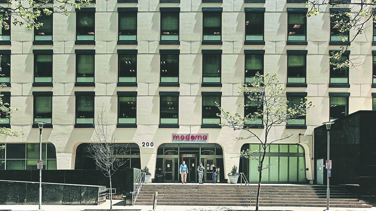 Moderna, basée à Cambridge, dans le Massachusetts, a vu sa valeur en bourse plus que tripler depuis février dernier.