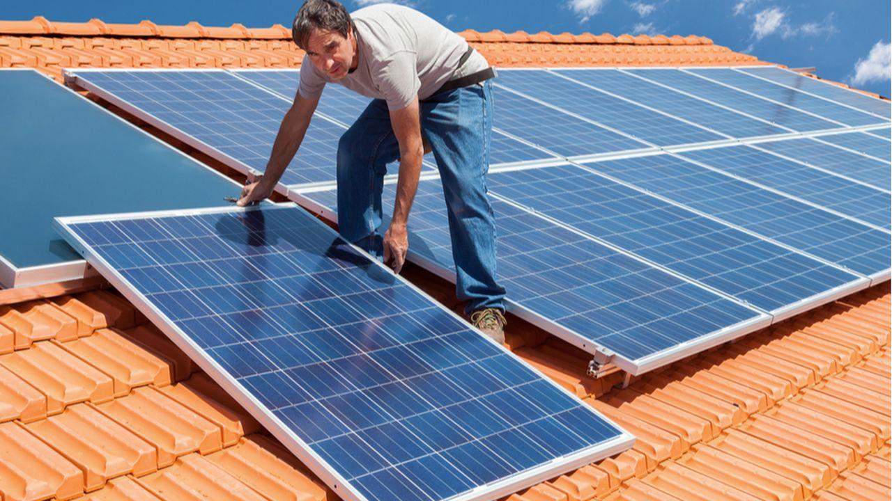 ENEDIS_TE_LESECHOS_Installer des panneaux photovoltaïques, combien ça coûte_SHUTTERSTOCK.jpg