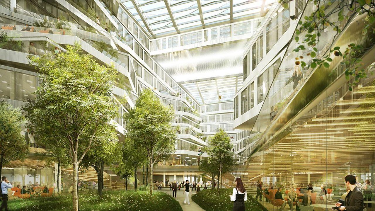 Au coeur du bâtiment de huit étages, un immense atrium donne une impression de jardin au milieu des bureaux.
