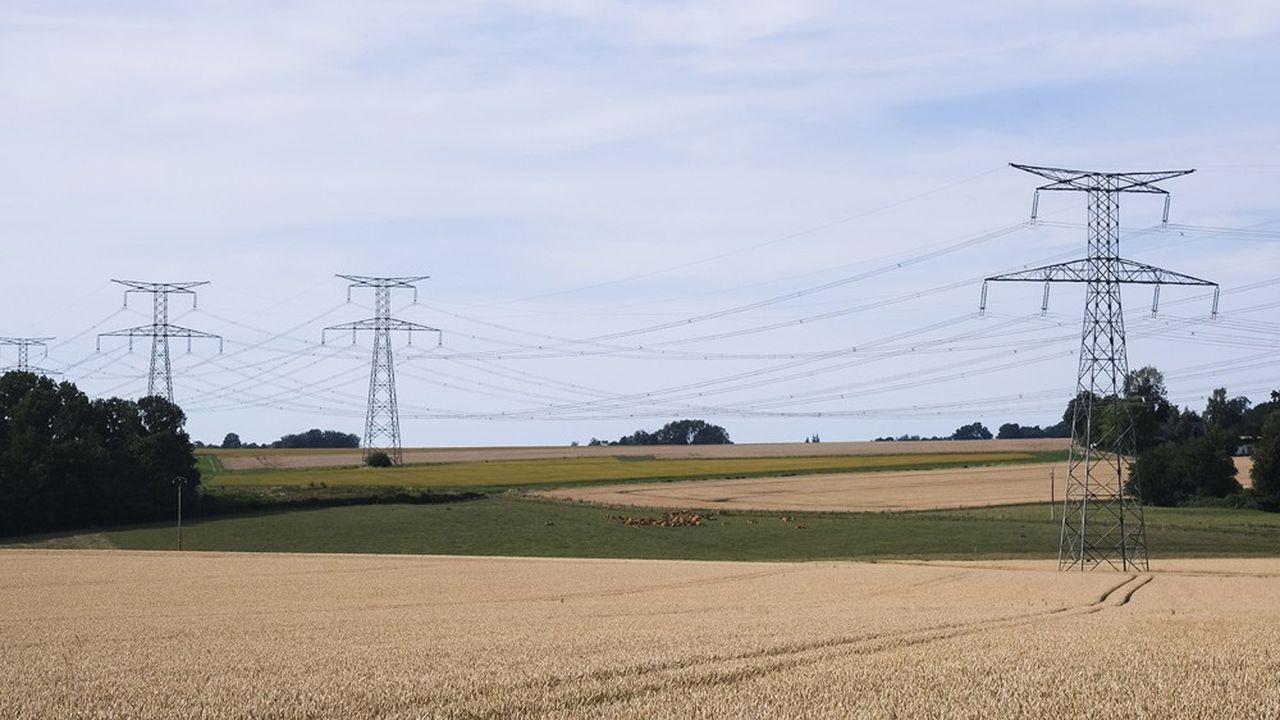 «Dans l'ensemble, l'hiver 2020-2021 demeure toujours sous 'vigilance particulière' avec une probabilité élevée de situations tendues sur l'équilibre entre offre et demande d'électricité», écrit RTE dans un communiqué.