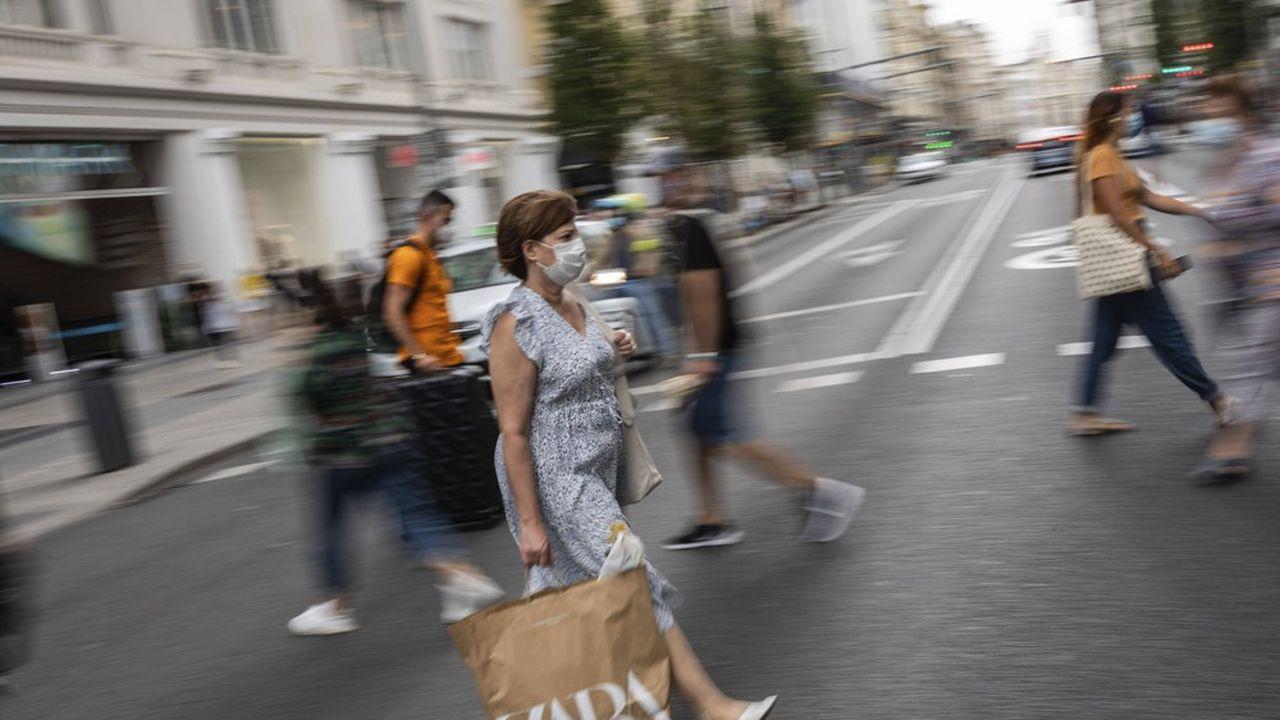 A Madrid, le contrôle des déplacements, limités aux allers et retours au travail, à l'école ou aux centres de santé, ne concernera que des zones concrètes, les plus affectées par le virus.