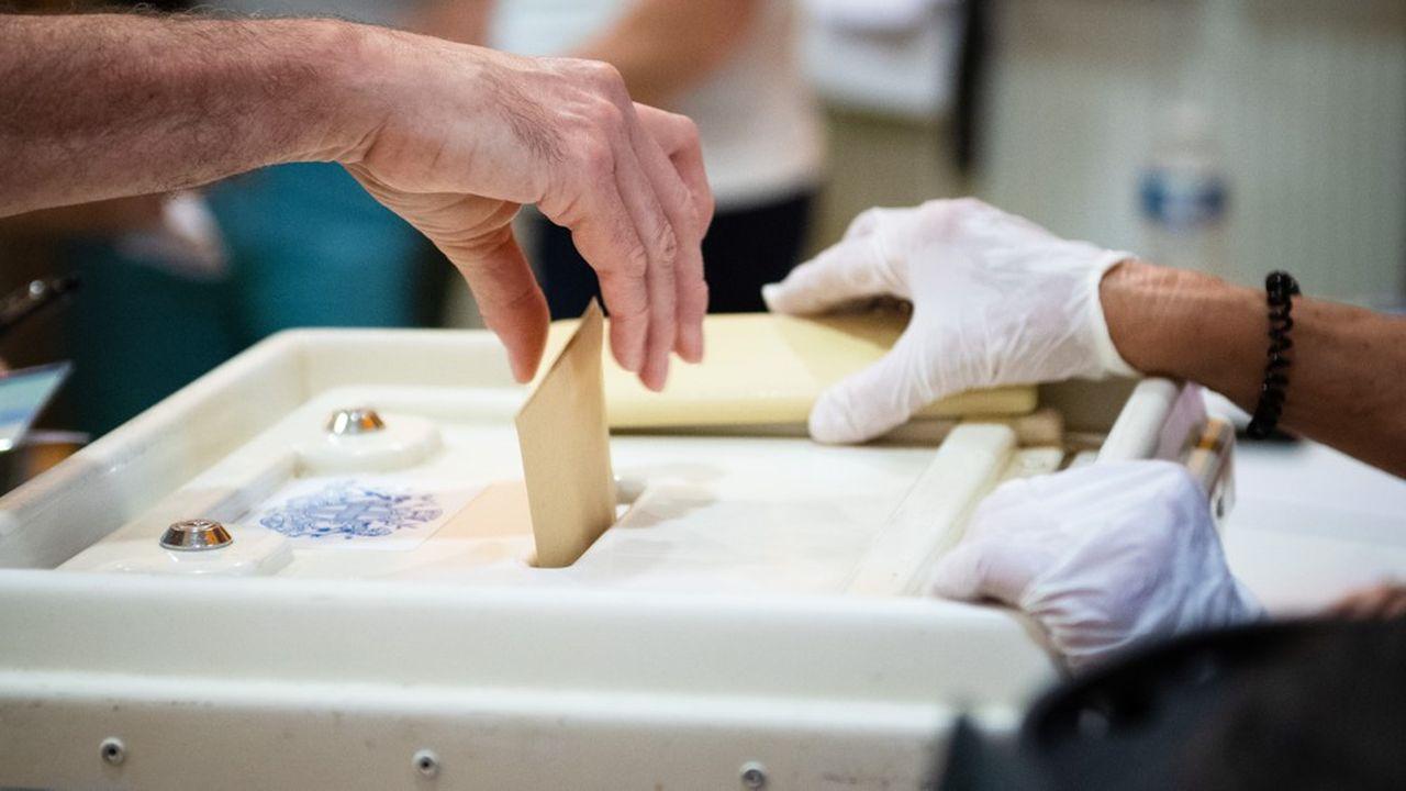 Des électeurs sont appelés aux urnes ce dimanche dans six législatives partielles.