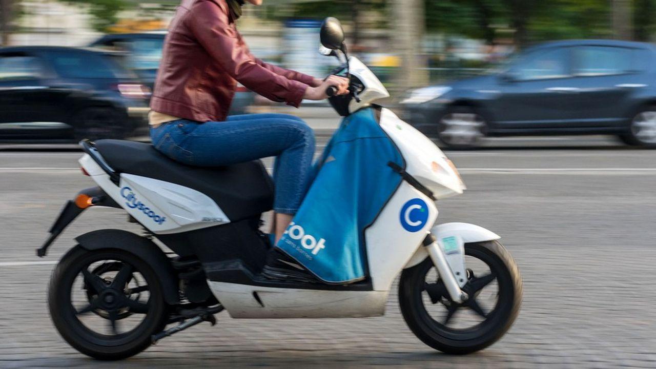 La plupart des immatriculations de cyclomoteurs électriques ne sont pas dues aux particuliers, mais aux services en flotte libre (comme ici Cityscoot) ou surtout aux entreprises spécialisées dans la livraison urbaine.