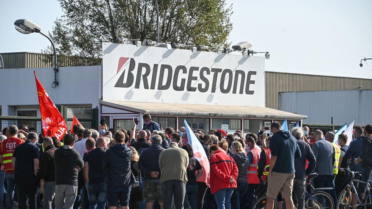 Près de 2milliards sont disponibles pour aider des salariés à rebondir (Ci-contre l'usine de Béthune que Bridgestone veut fermer et où 863 emplois pourraient être supprimés).