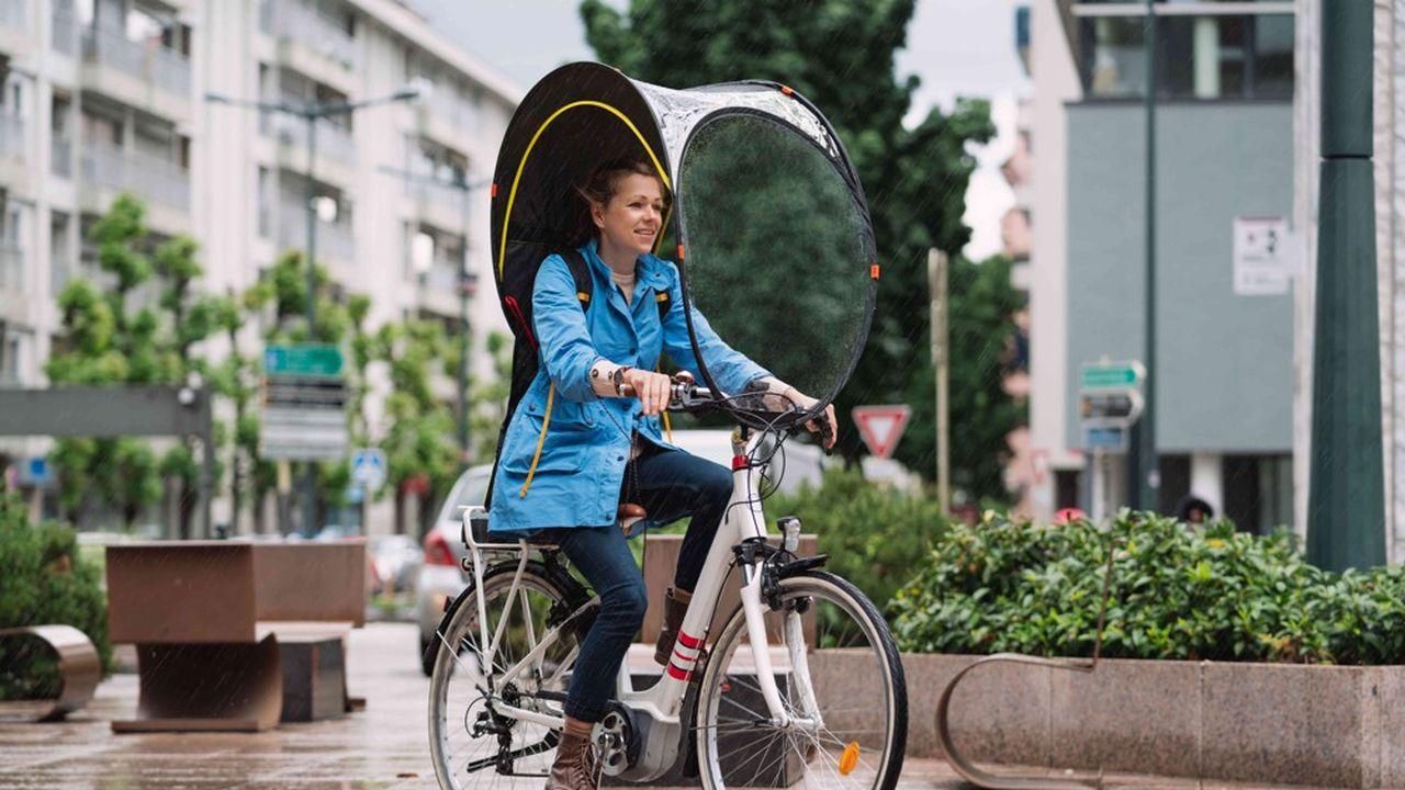 L'entreprise Rainjoy commercialisera à partir d'octobre2020 cette bulle de protection contre la pluie destinée aux cyclistes.