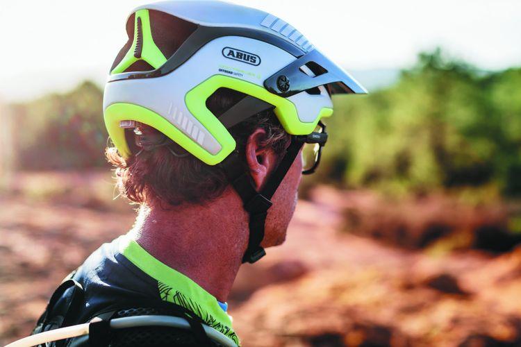 Abus a conçu un casque qui permet de détecter si le cycliste chute, et dans ce cas, de prévenir ses proches.