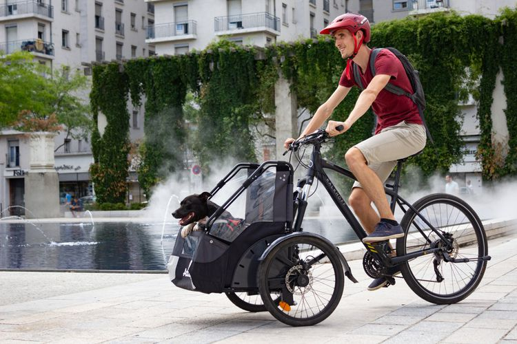 Addbike a imaginé un dispositif amovible qui permet en quelques minutes de transformer un vélo classique en vélo cargo.