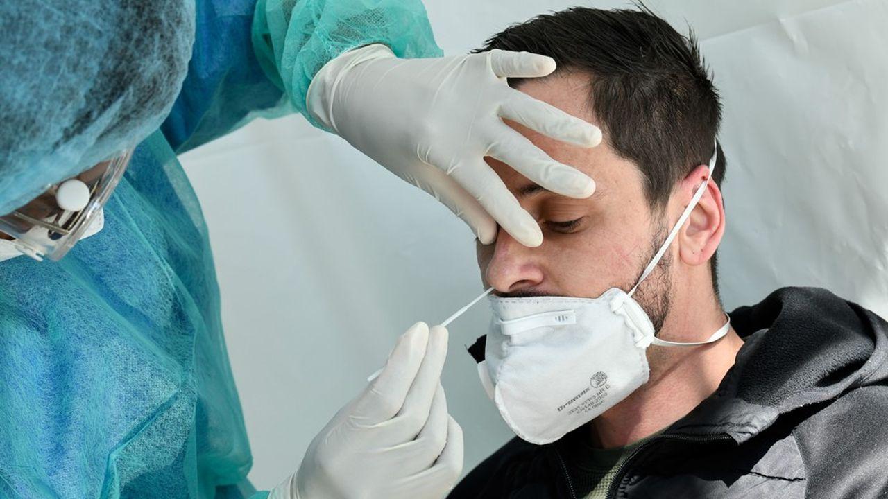 Le test de dépistage au Covid-19 reste un acte médical nécessitant une prescription médicale, le consentement de la personne et le respect du secret médical.