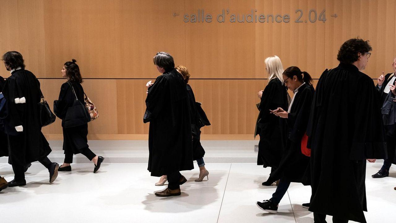 Conçue pour 45 professionnels, issus dans des proportions équivalentes des mondes de l'entreprise, de la magistrature et de l'avocature, la formation MAJ se décompose en trois modules.