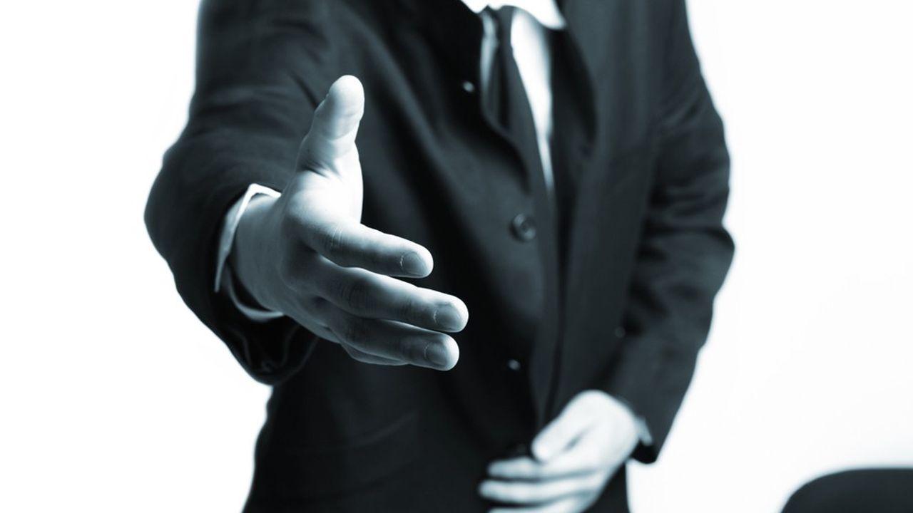 Lors de ce détachement, la rémunération du diplomate est à la charge de l'employeur privé.