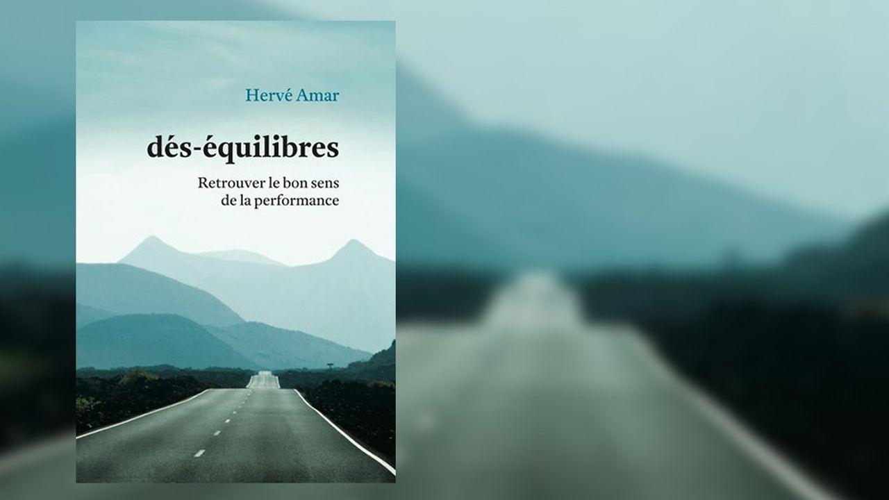 Hervé Amar cherche, dans son ouvrage publié par Débats Publics, à concilier productivité et bien-être au travail.