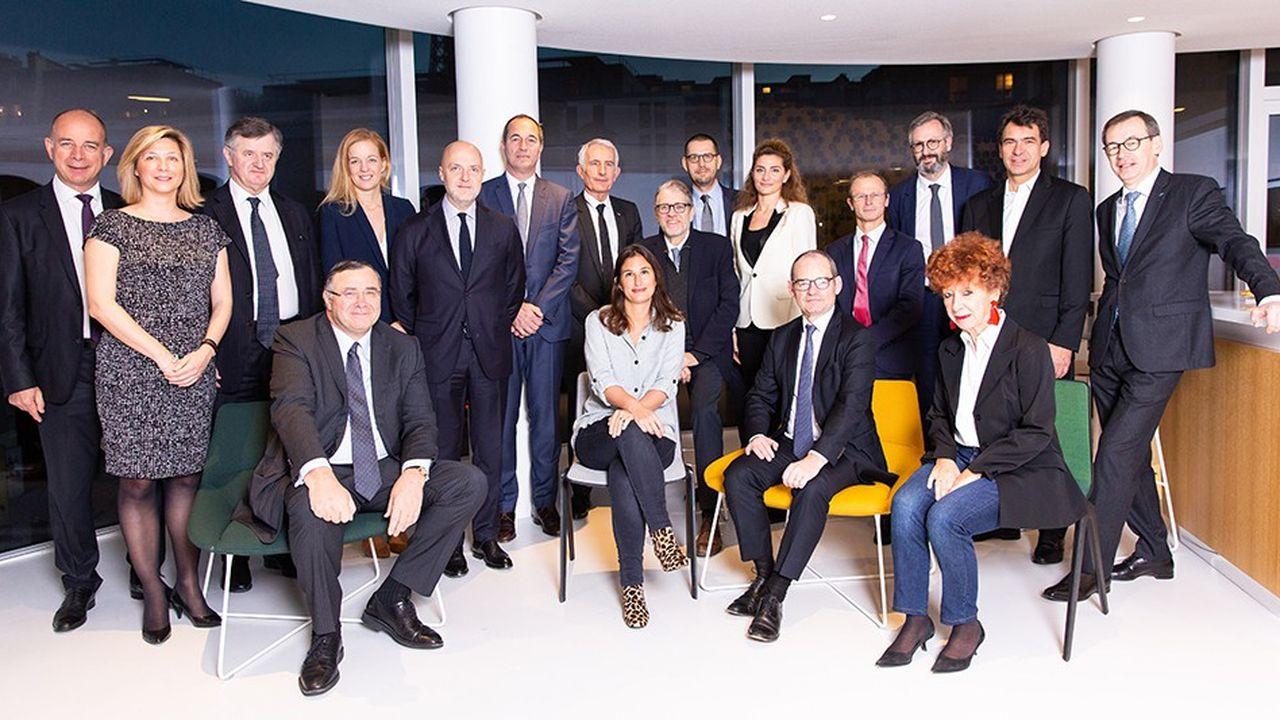 Debout de gauche à droite : Alain Roumilhac (président de ManpowerGroup France), Marie-Axelle Gautier (directrice des affaires publiques d'Eramet), Augustin de Romanet (PDG de groupe ADP), Stéphanie Lecerf (directrice des ressources humaines de PageGroup France), Pierre Louette (président du groupe Les Echos -Le Parisien, au siège duquel 17 dirigeants d'entreprise ont signé,le 16 janvier 2019, un manifeste en faveur du mécénat de compétences), Gilles Bonnenfant (président d'Eurogroup Consulting), Guillaume Pépy (président du directoire de SNCF), Pascal Gustin (PDG d'Algoé), Dominique Laurent (directeur des ressources humaines de Schneider Electric),Marion Darrieutort (CEO d'Elan Edelman), Christian Caye (délégué au développement durable chez Vinci), Olivier Girard (président d'Accenture France et Benelux), Nicolas Sekkaki (président d'IBM France) et Philippe Bajou (secrétaire général du groupe la Poste) . Assis : Patrick Pouyanné (PDG de Total), Irache Martinez (directrice générale Marketing de Showroomprivé), Patrick Jeantet (président délégué du directoire de SNCF et président de la Fondation SNCF), Laurence Bloch (directrice de France Inter).