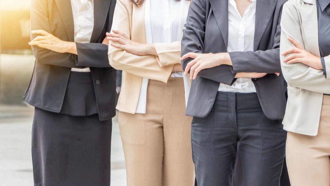 71% des personnes sondées par GEF estiment à tort que les femmes et les hommes exercent le pouvoir différemment.