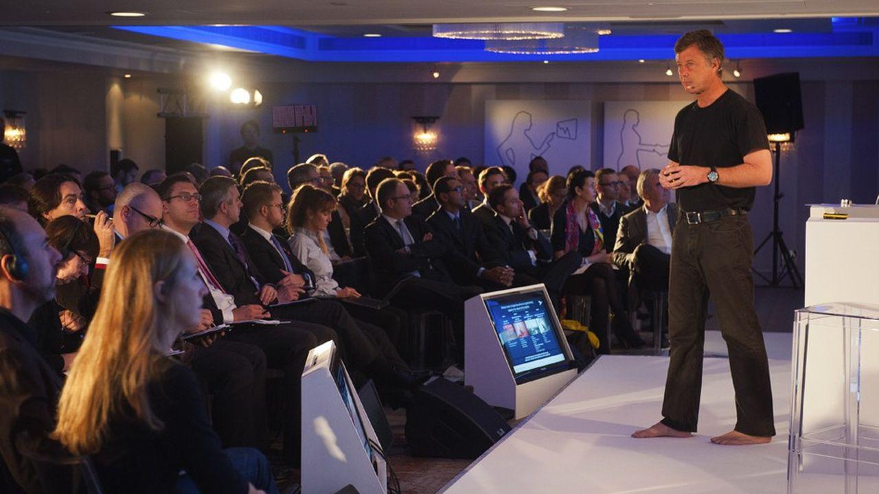 Comme d'autres patrons, le PDG d'AccorHotels, Sébastien Bazin, a adopté un mode de présentation plus percutant et dynamique.