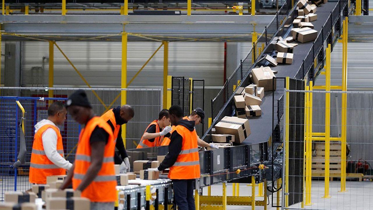 Le système logistique d'Amazon est en mesure d'optimiser les déplacements des préparateurs de commande dans ses entrepôts ou de choisir automatiquement le transporteur le plus rapide pour livrer un colis.