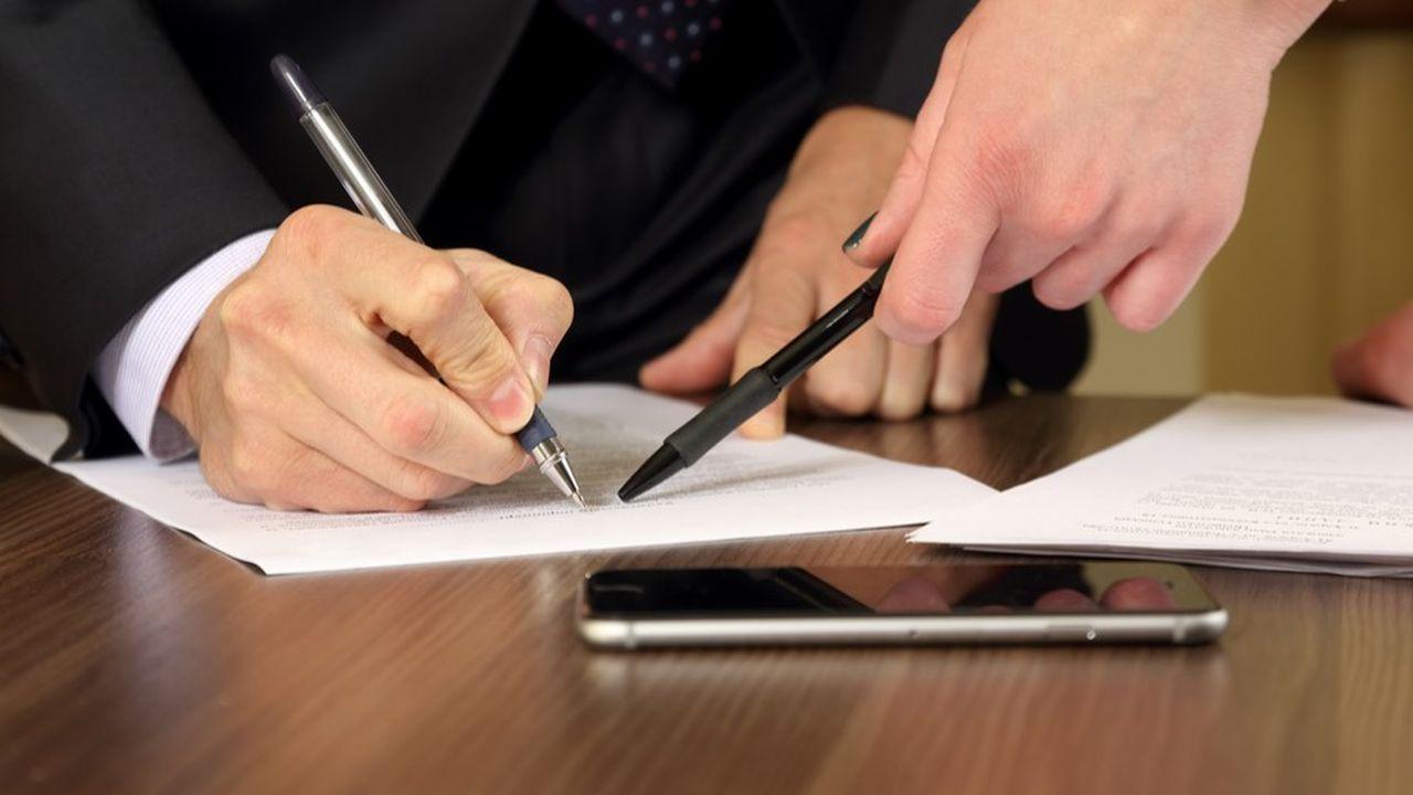 L'absence de signature du salarié laisse planer un doute sur le fait que celui-ci ait effectivement consenti à une embauche temporaire.