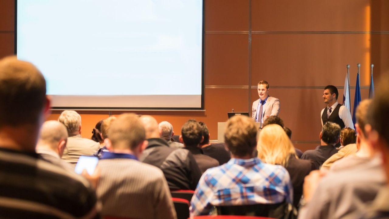 Selon une enquête réalisée à l'échelle mondiale par l'entreprise de technologies Barco, une grande majorité de répondants français (92,8%) déclarent se sentir davantage stimulés lors des réunions créatives