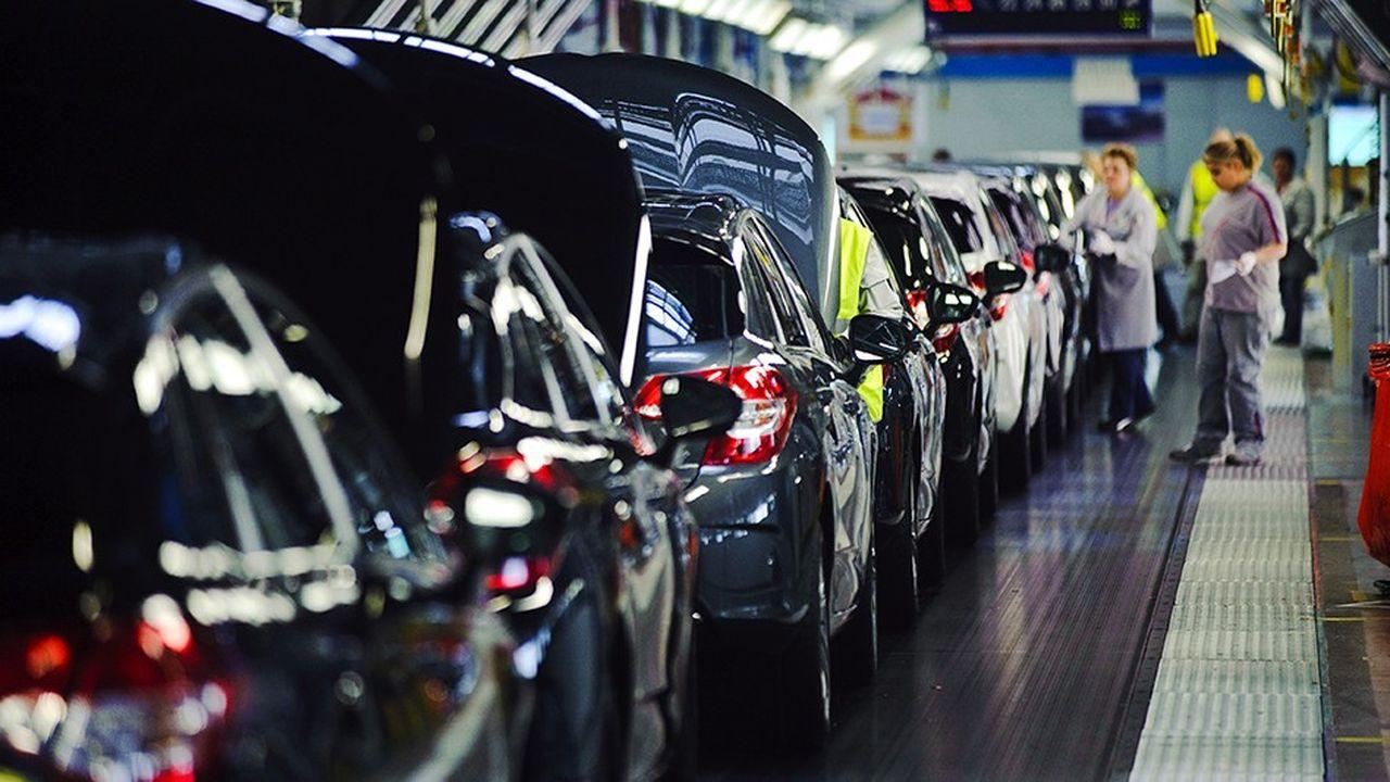La direction de PSA Peugeot Citroën devrait réunir les syndicats le 9 janvier prochain pour leur présenter un projet de rupture conventionnelle collective.