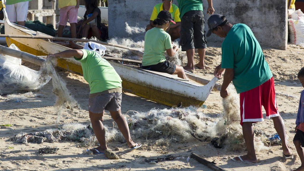 Interface achète des filets de pêche usagés qui sont transformés en fibre servant à la fabrication de dalles de moquettes.