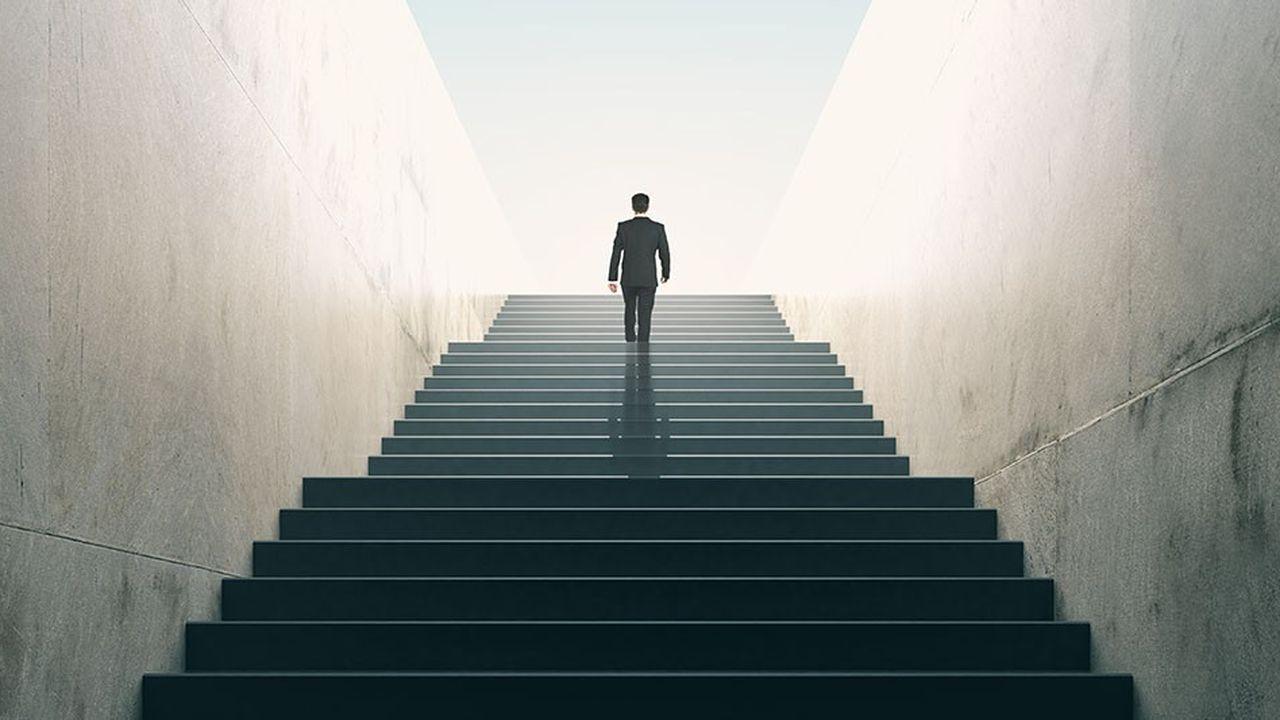 Paradoxe: 81% des dirigeants pensent que formations et programmes de développement du leadership améliorent leurs compétences et leur confiance, selon Corporate Pulse Global Survey.