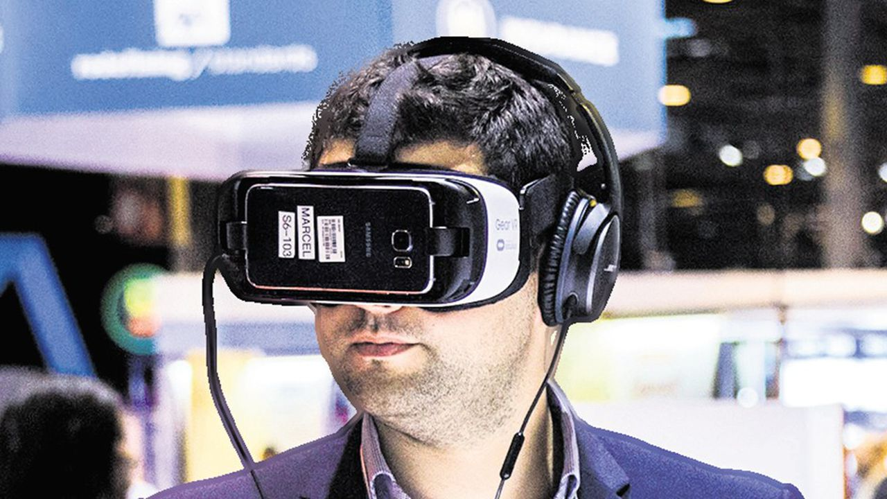 Salon VivaTech 2016, Viva Technology Start Up Connect a Paris. Presentation de start up et de leurs innovations technologiques, salon international, mondial, consacre a la transformation numerique. Le Gear VR , casque de realite virtuelle developpe par Samsung et Oculus