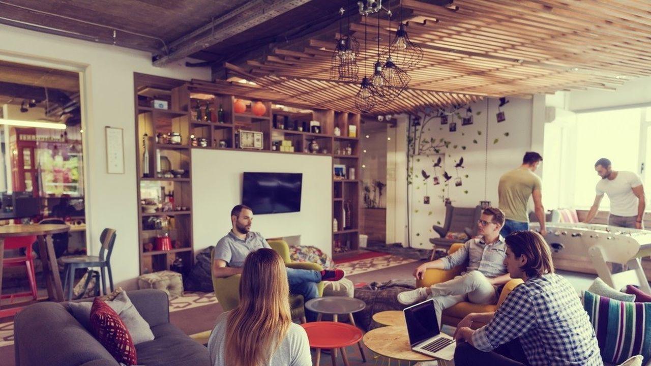Work café, salles de silence, de sieste, de créativité ou encore de sport, les entreprises investissent de coquettes sommes pour démultiplier les atmosphères de travail