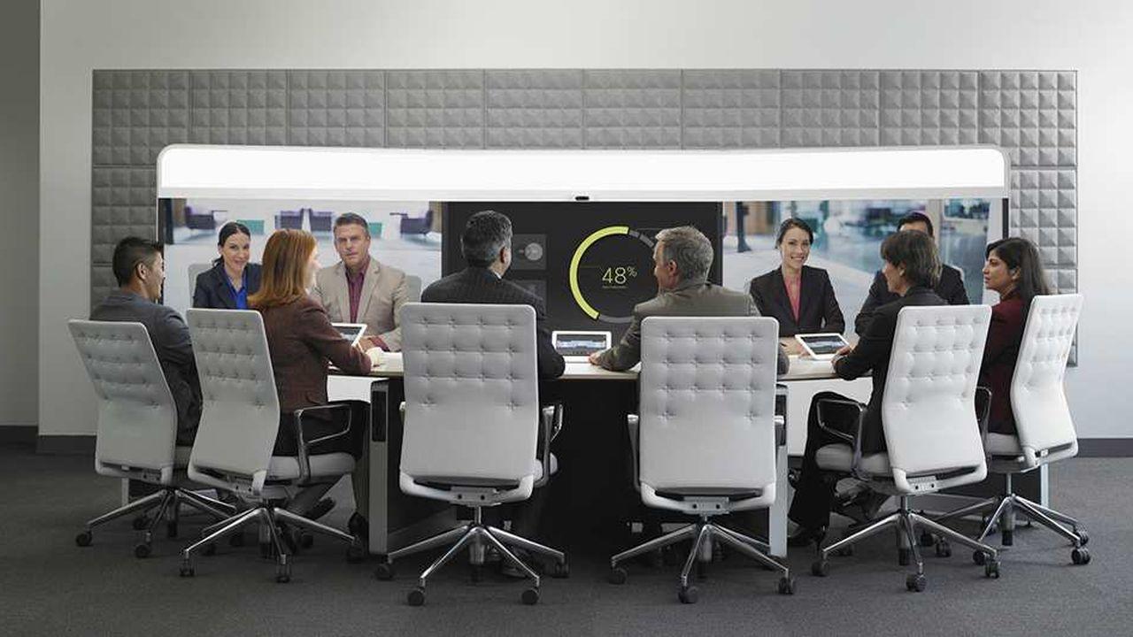 Tous les grands comités de direction sont aujourd'hui équipés de «solutions immersives». Le système permet de réunir à distance des participants autour d'une même table en dimension réelle (ici, quatre participants à distance).