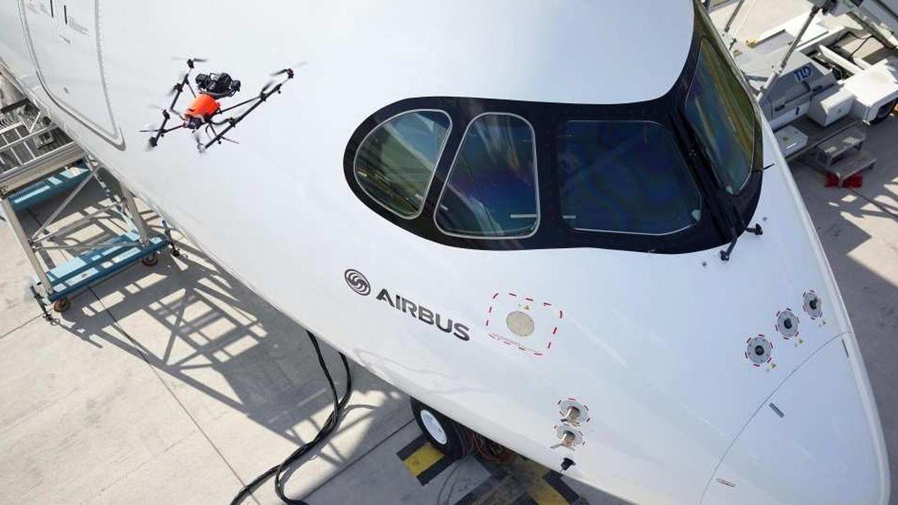 Tournoyant autout des avions au sol, des drones sont testés par Airbus pour l'inspection-qualité des appareils neufs.