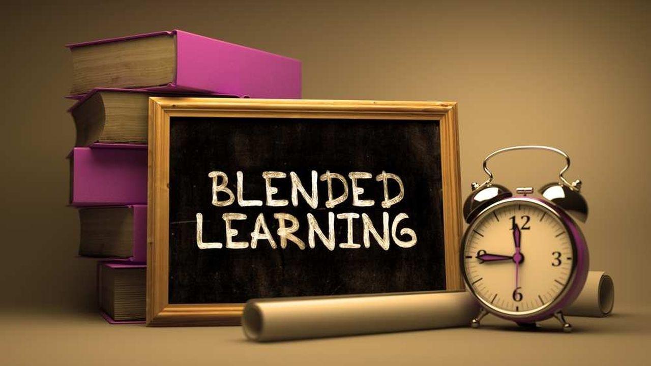Le blended learning, que l'on peut traduire par « formation multimodale », combine sessions à distance et présentiel, avec des contenus théoriques et pratiques complémentaires.