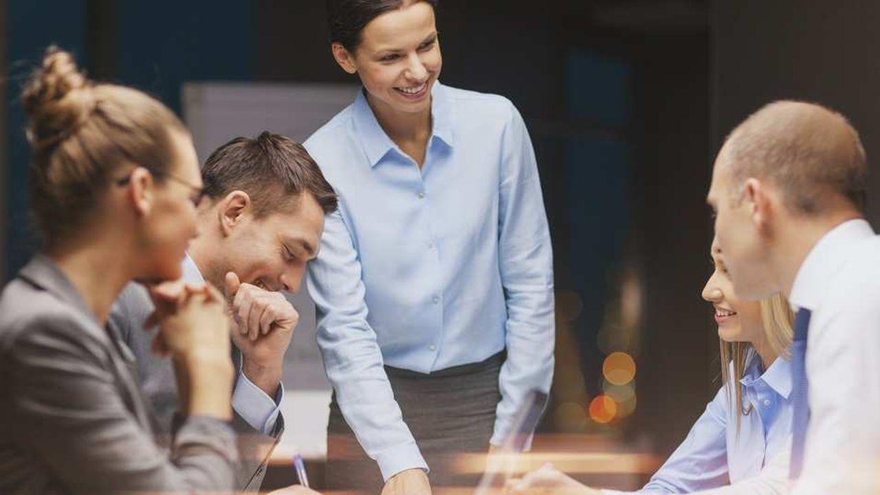 Dans une relation managériale, les individus communiquent au travers de représentations d'eux-mêmes. Ils se protègent. Derrière ces avatars, un bon nettoyage de lunettes s'impose sur le véritable potentiel de chacun