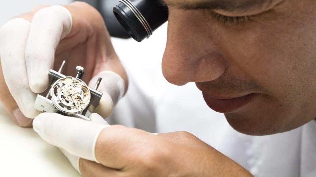 En Suisse, deux jeunes sur trois de plus de quinze ans optent pour ce système de formation, apprécié dans l'horlogerie.