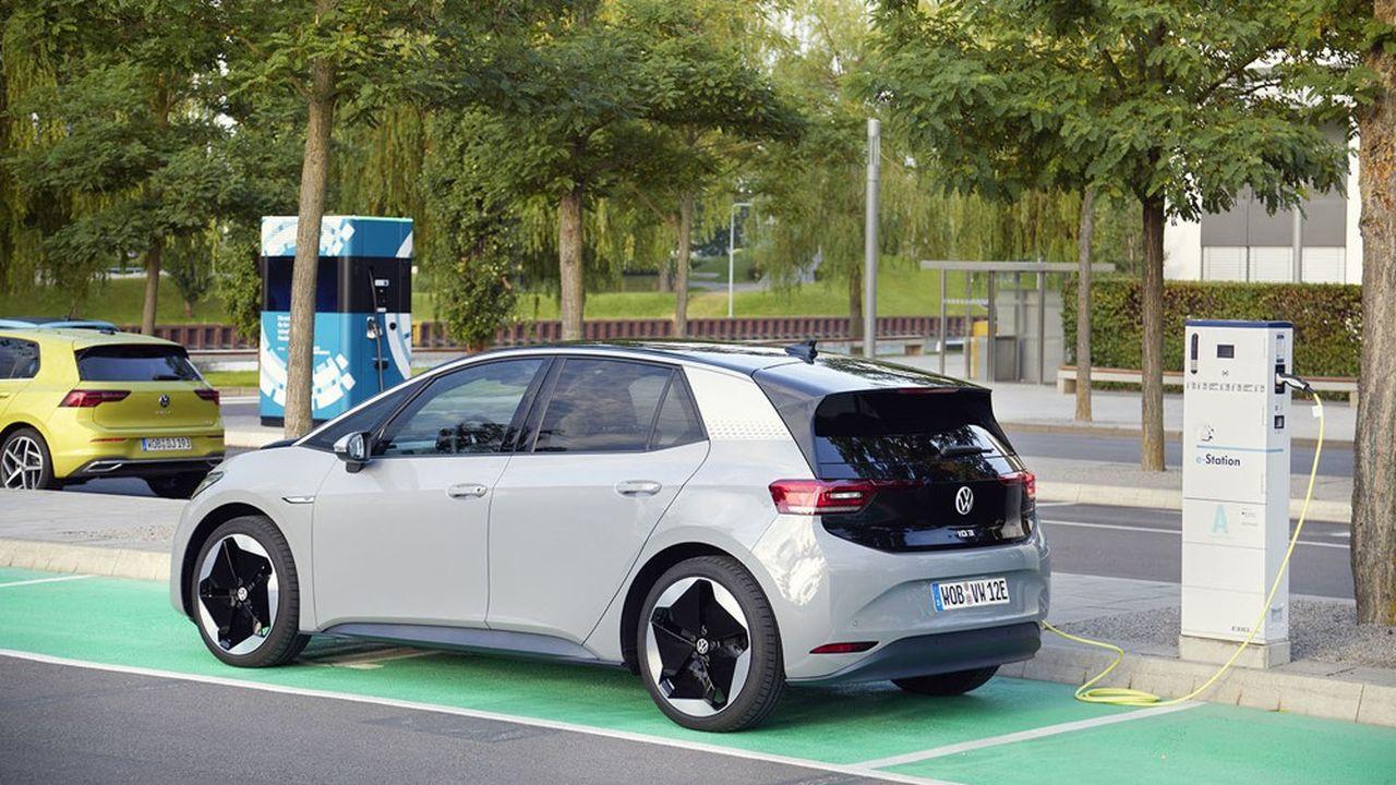 Volkswagen compte sur les volumes de sa citadine électrique l'I.D3, lancée ces jours-ci, pour éviter les lourdes amendes liées au CO2.