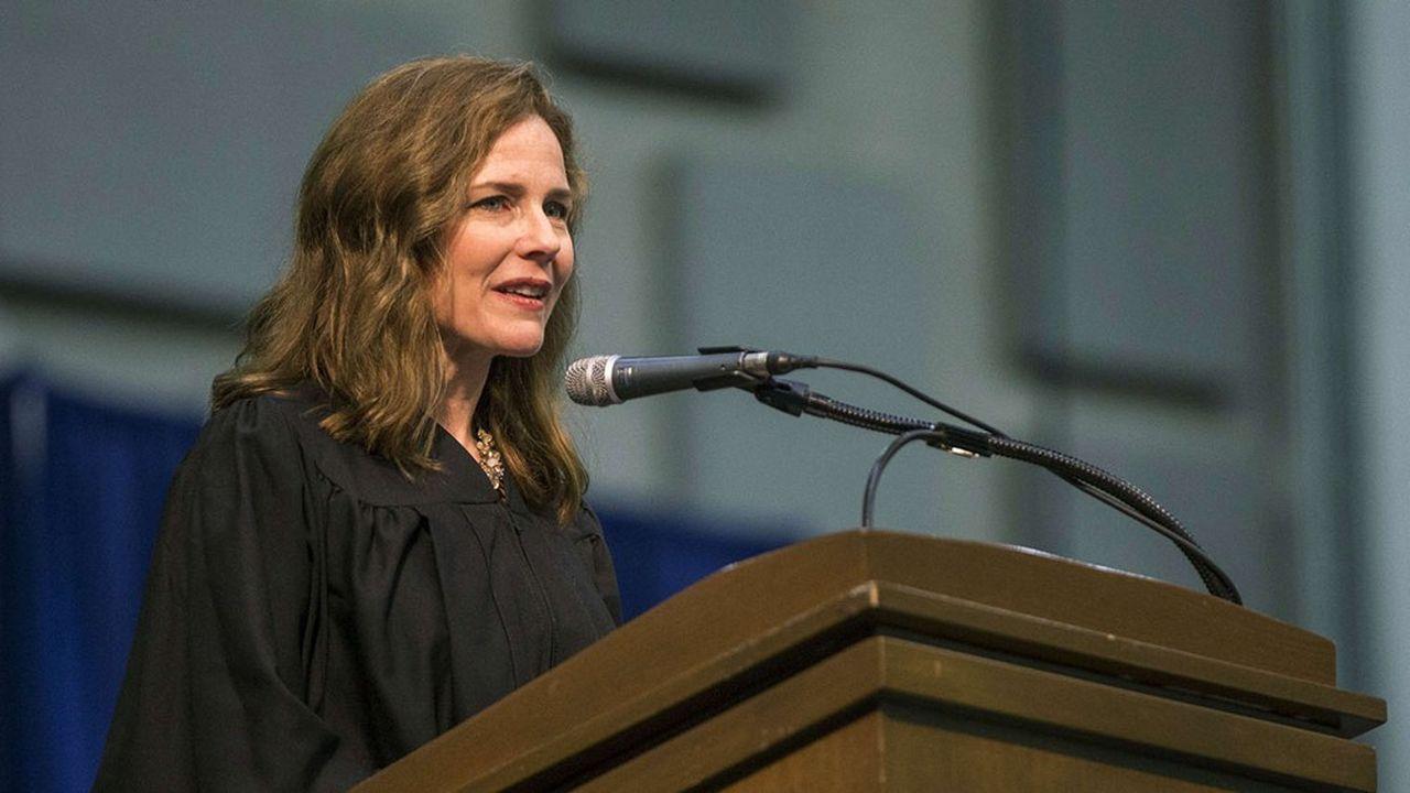 Catholique, conservatrice, la juge Amy Coney Barrett est favorite pour succéder à Ruth Bader Ginsburg à la Cour suprême.