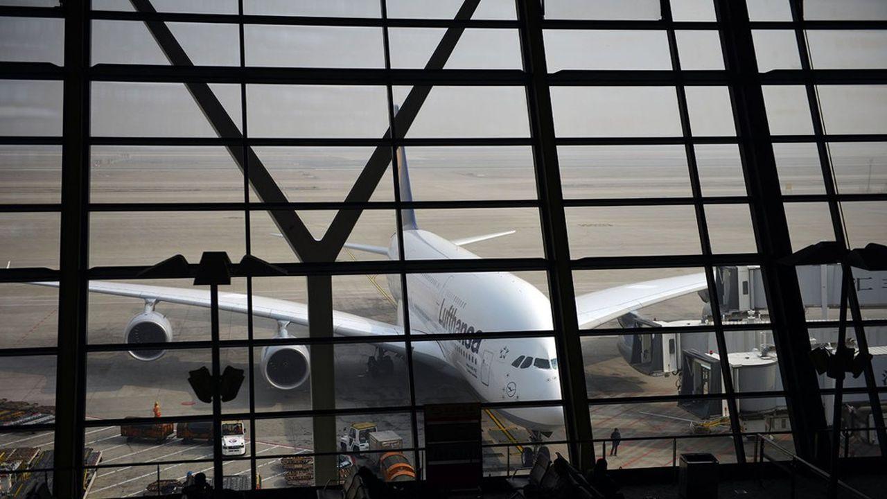 Lufthansa prévoyait initialement de renoncer à 100 avions mais ce nouveau coup de rabot aura notamment raison des huit derniers modèles A380 en service au sein du groupe allemand.