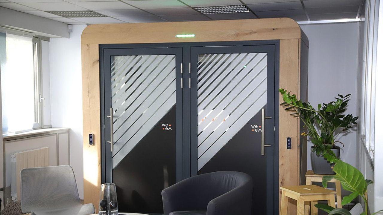 Cette cabine acoustique connectée «quattro» - pour quatre utilisateurs -, qui existe aussi en format «duo» ou «solo», est conçue et assemblée par WeeM près de Rouen.