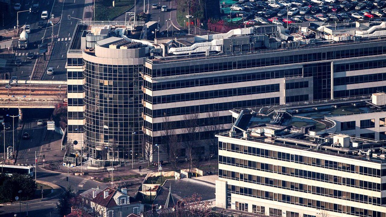 Les bâtiments et bureaux du Pole tertiaire de l'usine PSA de Poissy vont voir leur aménagement intérieur revu pour développer la place dédiée aux espaces collaboratifs.
