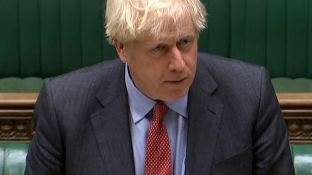 Raréfier les contacts sociaux pour enrayer la progression galopante de la pandémie, mais laisser l'économie assez ouverte pour éviter que le virus ne fasse trop de dégâts sur l'activité: Boris Johnson a dû se prêter à un délicat exercice d'équilibriste ce mardi à la Chambre des communes.